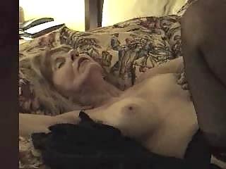 older  bitch creampied by dark penis