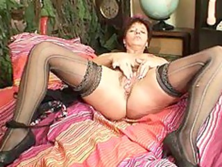mature fresh woman squeezing her cave muscles