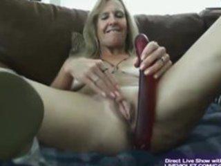 sweet super mature vanylla gives a legs job