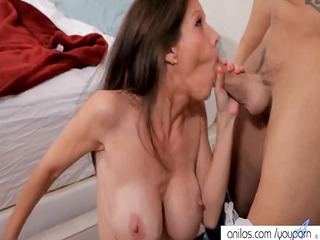 bigtit mom acquires a sperm bath