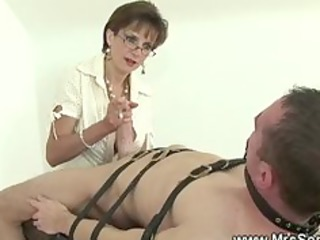 cock sucking from housewife for servant