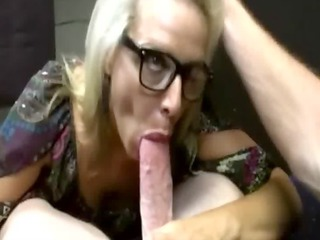 busty mature babe licks cock and cant obtain