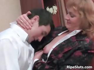 naughty mature brunette gets her juicy