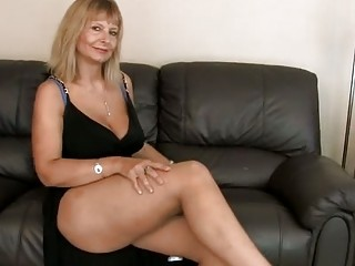 slutty cougar fisting her hirsute cave