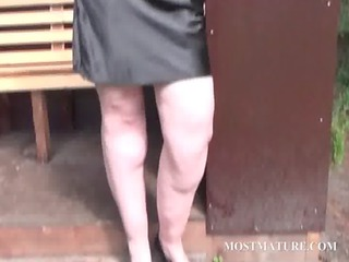 cougar babe wipes pussy with sexy undies