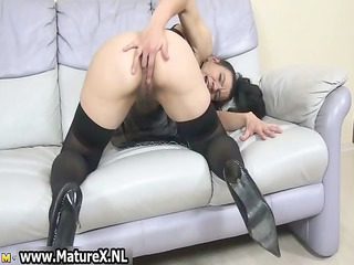 shaggy mature housewife loves hand