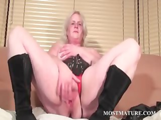 solo act with older  rubbing vagina