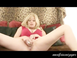 lady mia: squirts