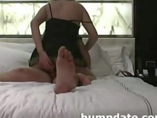 lady inserts toy in ass while she takes fucked