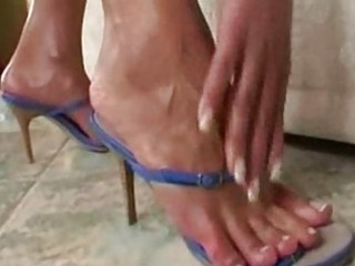 sweet mature babe feet solo